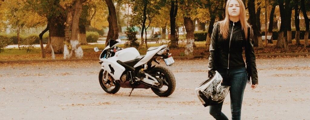 Frau mit Bike